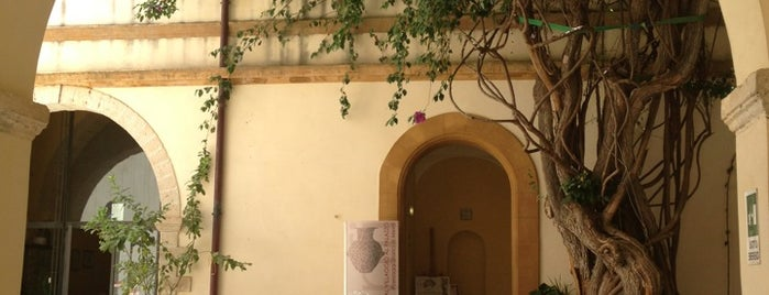 Palazzo Planeta is one of Tempat yang Disukai Larry.