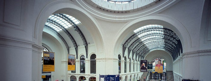 Dresden Hauptbahnhof is one of Lugares favoritos de Stefan.