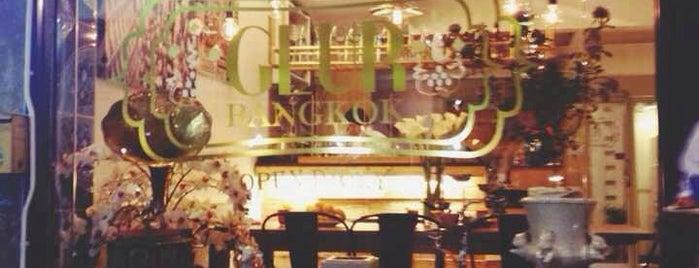 GLUR Bangkok Hostel & Coffee Bar is one of Maddie 님이 좋아한 장소.
