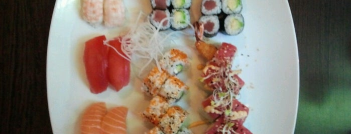 Shiki Sushi Bar (Twushi) is one of Lugares favoritos de Pelin.