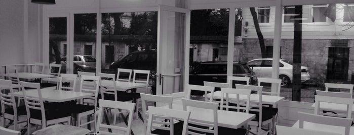 Yedi Beyaz Gurme Et Lokantası ve Kahvaltı Sofrası is one of Istanbul için yemek vakti.