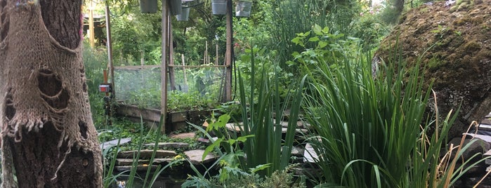 Sixth Street & Avenue B Community Garden is one of Ish'ın Beğendiği Mekanlar.