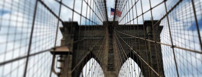 Brooklyn Bridge is one of Orte, die Ish gefallen.