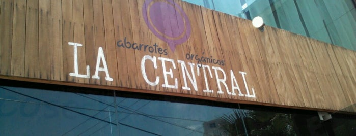 La Central de Abarrotes Orgánicos is one of Locais curtidos por Kenia.