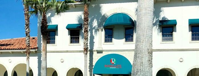 Rodello's Italian Restaurant is one of Lizzie'nin Kaydettiği Mekanlar.