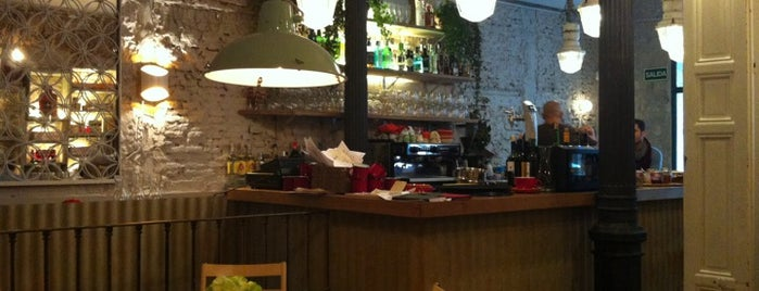 Maricastaña is one of Brunch Madrid.