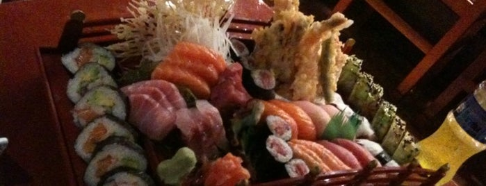 Makoto Sushi Bar is one of Lugares favoritos de Alberto J S.