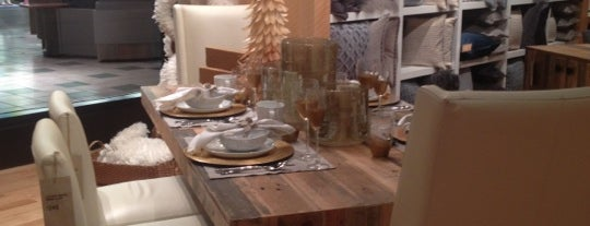 West Elm is one of Vivianeさんのお気に入りスポット.