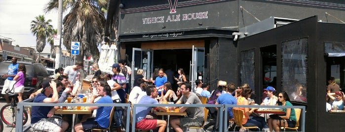 Venice Ale House is one of rooftop/outdoor drinking..