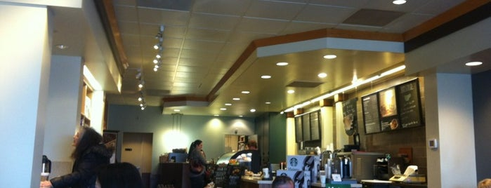 Starbucks is one of Kristenさんのお気に入りスポット.