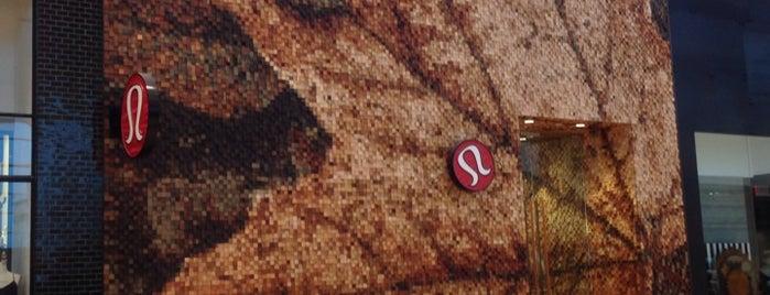 lululemon is one of Orte, die Alberto gefallen.