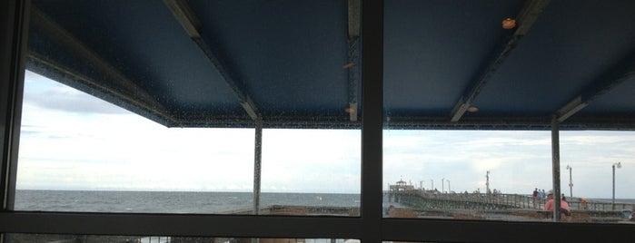 Boardwalk Beach Cafe is one of Posti che sono piaciuti a Ryan.