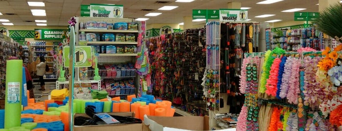 Dollar Tree is one of Katia's Liked Places.
