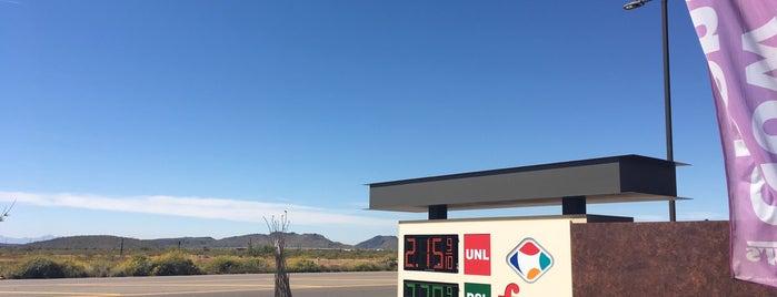 Fry's Fuel Center is one of Locais curtidos por Shauna.