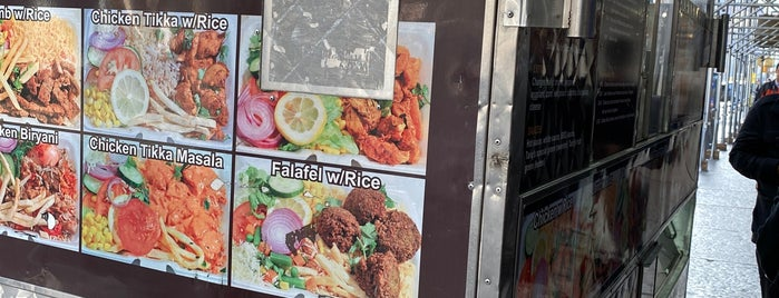 Tariq's #1 Halal Food Cart is one of carritos en NyC.