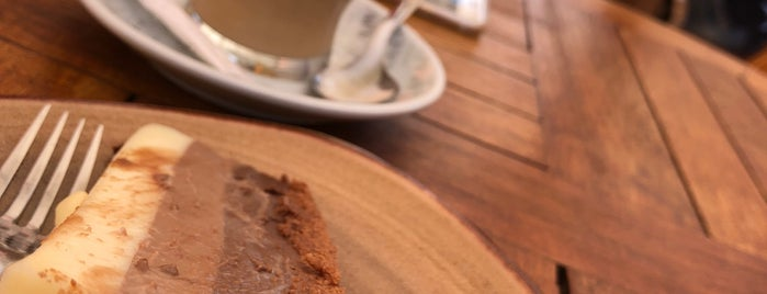 Café Café is one of Lugares favoritos de Cristina.