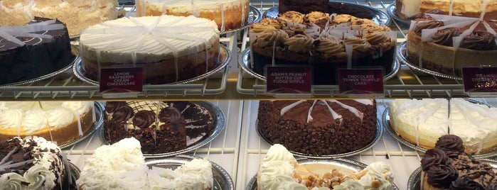 The Cheesecake Factory is one of สถานที่ที่ Olcay ถูกใจ.
