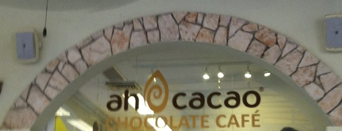 Ah Cacao Chocolate Café is one of Lugares favoritos de Monica.