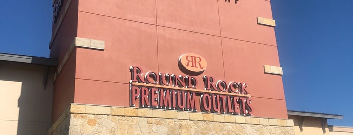 Round Rock Premium Outlets Food Court is one of Tempat yang Disukai Fabiola.