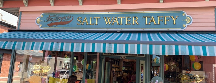 Fralinger's Salt Water Taffy is one of Locais salvos de Lizzie.