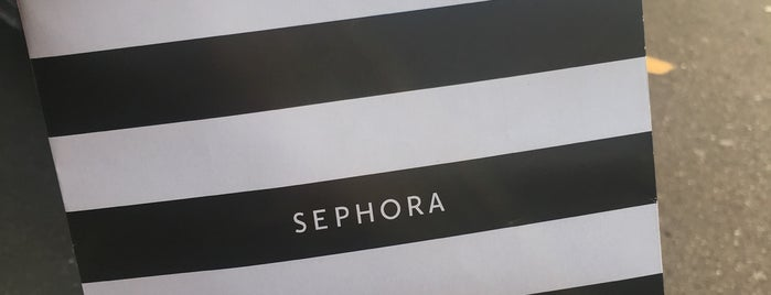 SEPHORA is one of Locais curtidos por Mackenzie.