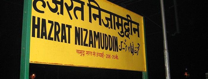 Hazrat Nizamuddin Railway Station (NZM) is one of minhas viagens *.*.