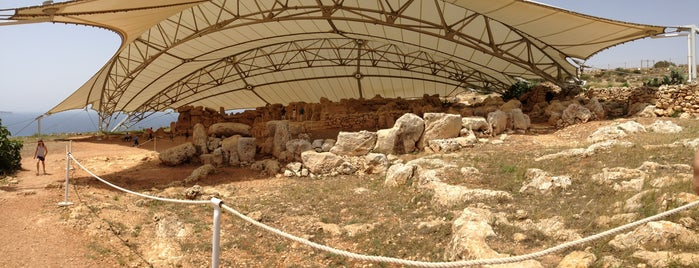 Mnajdra Temples is one of Honeymoon.