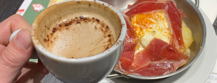 Cafeteria El Corte Ingles is one of สถานที่ที่ Miguel ถูกใจ.