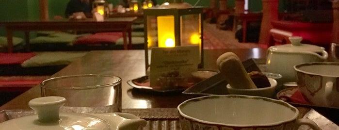 Tadshikische Teestube is one of Orte, die Daria gefallen.