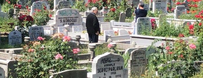 Beşyüzevler Mezarlığı is one of Posti che sono piaciuti a Kayıhan.