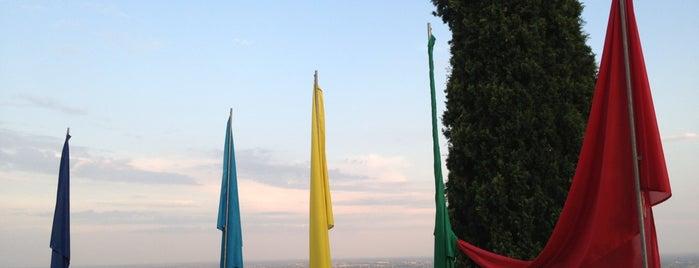 Castello di Caneva is one of i diari della Lambretta.