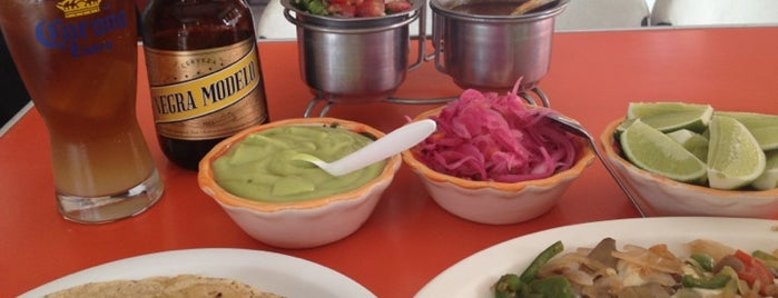 Tacos Alvaro is one of Locais curtidos por Gabyks.