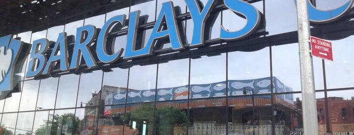 Barclays Center is one of Lugares donde estuve en el exterior.