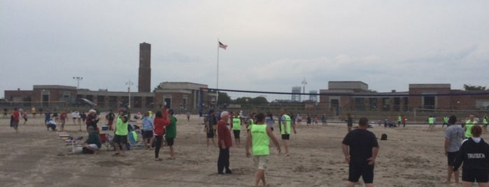 Riis Beach Volleyball League is one of Kathleen'in Beğendiği Mekanlar.