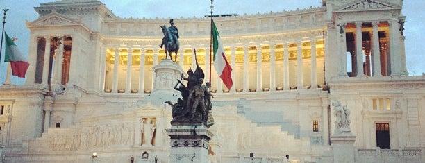 Piazza Venezia is one of Roma.