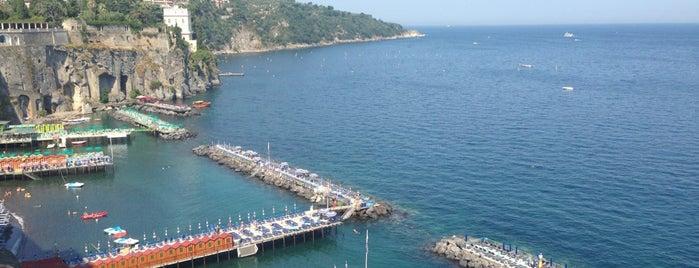 Marameo is one of สถานที่ที่ Antoaneta ถูกใจ.