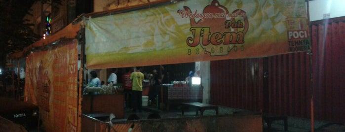 Wedangan Pak Item is one of Orte, die Chloe gefallen.