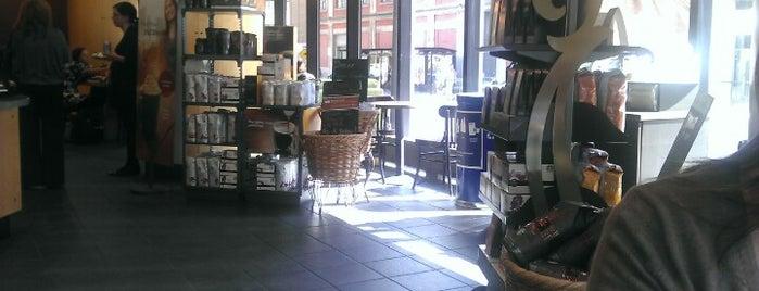 Starbucks is one of Lugares favoritos de LJ.