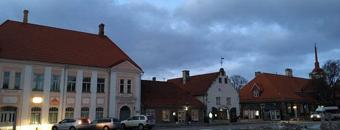 Kuressaare raekoda is one of Lugares favoritos de Carl.
