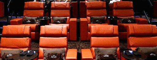 iPic Theaters Pasadena is one of Justinさんの保存済みスポット.