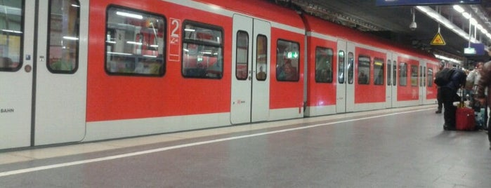 S+U Hauptbahnhof is one of Orte, die Fatih gefallen.