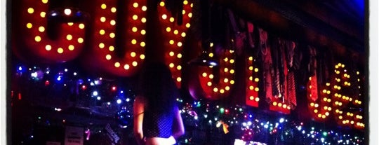 Coyote Ugly is one of Tempat yang Disukai Alina.