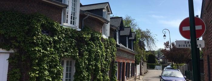 Les Galets is one of สถานที่ที่บันทึกไว้ของ Katerina.