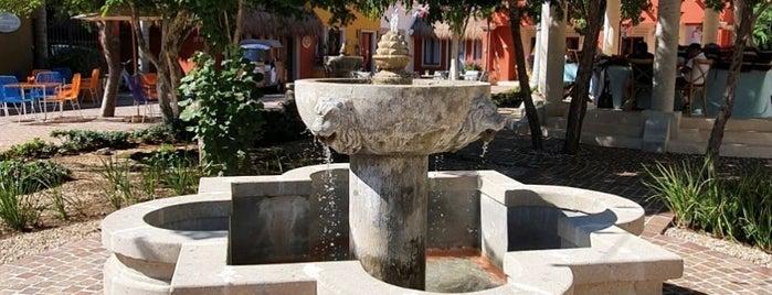 El Pueblito, Mayakoba is one of Lugares favoritos de Juan.
