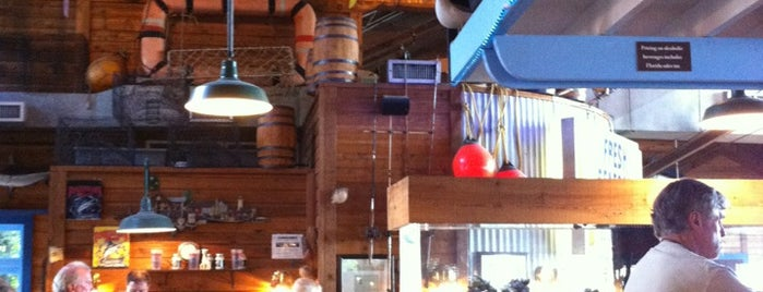 Fisherman's Wharf Seafood House is one of Tempat yang Disukai Scott.