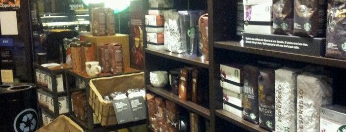 Starbucks is one of Locais curtidos por Johnnie.