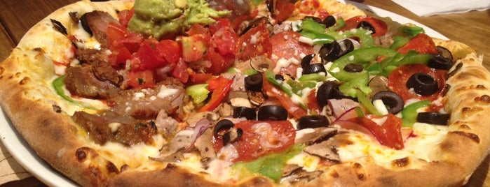 California Pizza Kitchen is one of Locais curtidos por Priscilla.