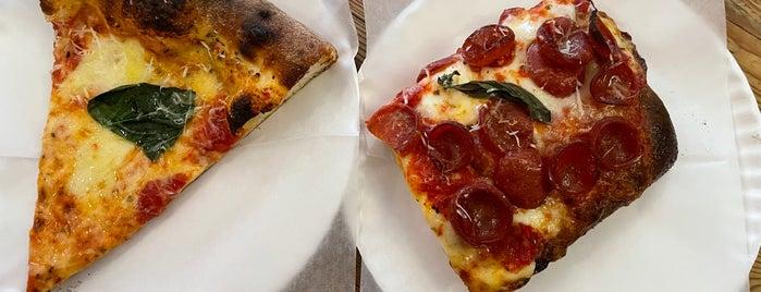 Zazzy's Pizza is one of Posti che sono piaciuti a Will.