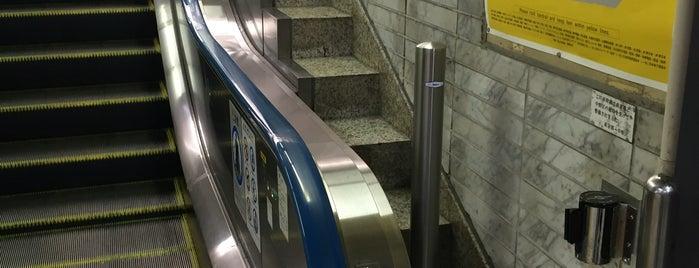 中野駅の純粋階段(トマソン) is one of 気になる.
