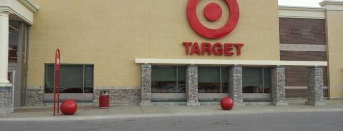 Target is one of laurenさんのお気に入りスポット.